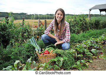mulher, ajoelhado, em, jardim vegetal