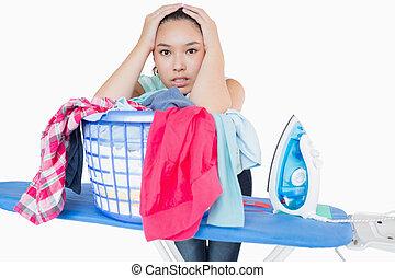 mulher, alimentado cima, com, ironing