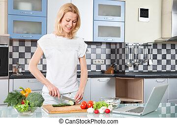 mulher, alimento, vegetal, salad., jovem, -, cooking., saudável