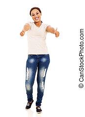 mulher americana africana, com, polegares cima, gesto