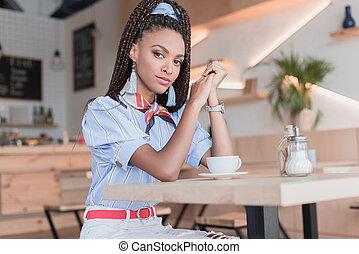 mulher americana africana, em, café