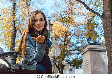 mulher, amor, parque, outono, beijo fundindo