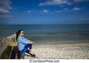mulher, antigas, jovem, bote, sentando