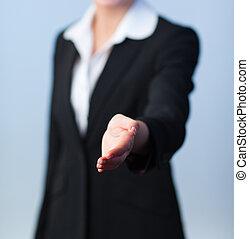 mulher, aperto mão, oferecendo