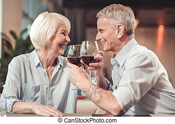 mulher, aposentado, junto, rir, feliz, homem