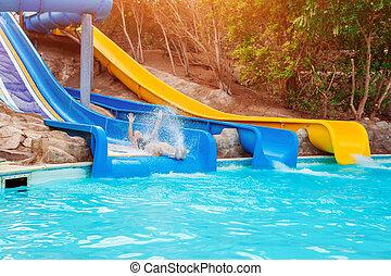 mulher, aquapark, hotel, corrediça água, divertimento, sênior, tendo