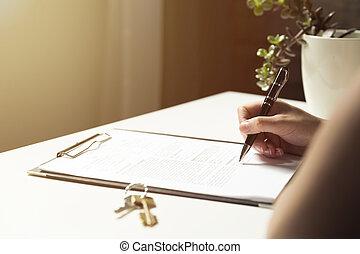 mulher, assinando, um, contrato, documento, fazer, um, bens imóveis, compra, negócio