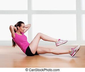 mulher, atrás de, braços, cabeça, crunches, um, malhação, condicão física, exercitar
