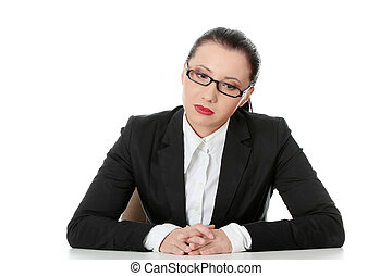 mulher, atrás de, negócio, triste, sentando, escrivaninha