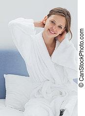 mulher, atraente, cama, sentando