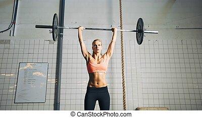 mulher, barbells, levantamento, condicão física