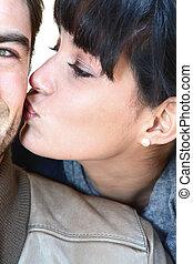 mulher, beijando, homem
