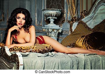 mulher, beleza, cama, luxuoso, interior., excitado, mentindo