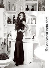 mulher, beleza, modernos, contra, elegante, morena, pretas, interior, retrato, sorrindo, vestido, branca, mobília