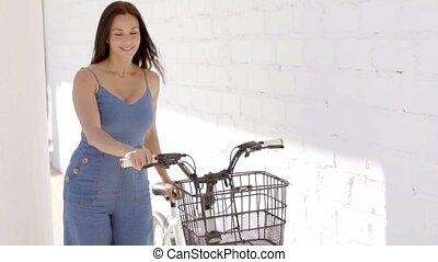 mulher, bicicleta, atraente, dela, feliz