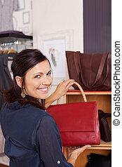 mulher, bolsa, segurando, loja
