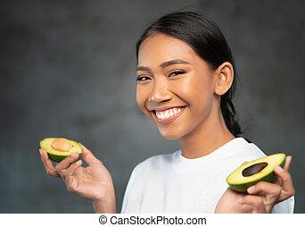 mulher bonita, abacate, jovem, metades, retrato, sorrindo