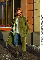 mulher bonita, agasalho, verde, retrato, sorrindo