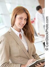 mulher bonita, agenda, escritório