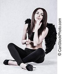 mulher bonita, anjo, jovem, escuro, traje