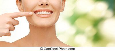 mulher bonita, apontar, dentes