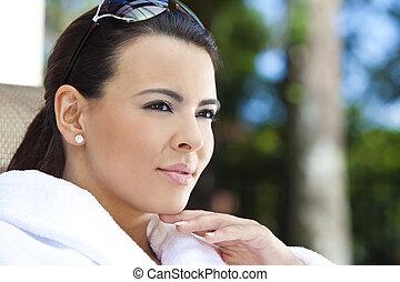 mulher bonita, bathrobe, hispânico, spa saúde, branca