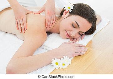 mulher bonita, beleza, costas, spa, desfrutando, massagem