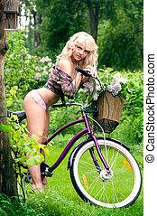 mulher bonita, bicicleta, jovem, park., retrato