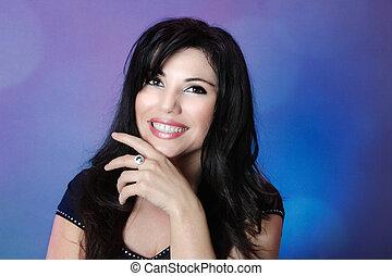 mulher bonita, cabelo grande, pretas, lustroso, sorrizo, feliz