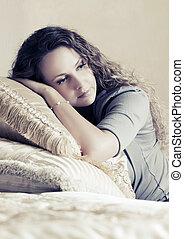mulher bonita, cacheados, cabelos, longo, quarto