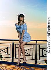 mulher bonita, capitão, chapéu
