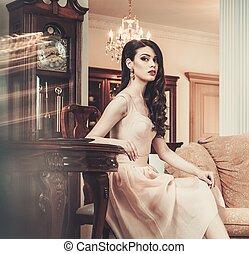 mulher bonita, casa, jovem, luxo, interior
