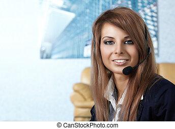 mulher bonita, centro, headset., representante, chamada, sorrindo