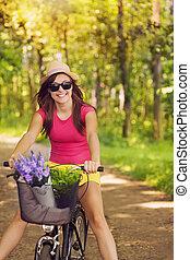 mulher bonita, ciclismo, divirta, durante