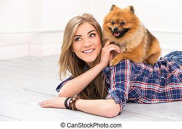 mulher bonita, com, cão