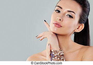 mulher bonita, com, jóia, pulseira, moda, retrato