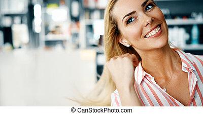 mulher bonita, com, longo, cabelo loiro