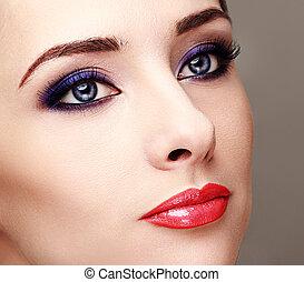 mulher bonita, com, olhos brilhantes, maquilagem, e, longo, lashes., closeup