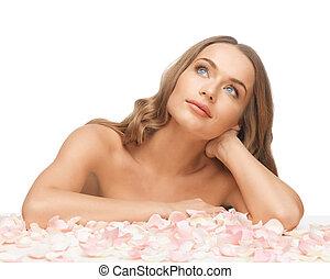 mulher bonita, com, pétalas rosa