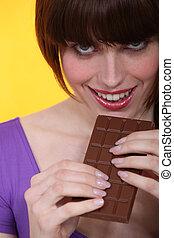 mulher bonita, comer, jovem, chocolate
