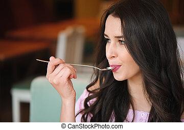 mulher bonita, comer, sobremesa, jovem, café