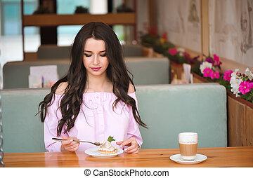 mulher bonita, comer, sobremesa, jovem, cafe.