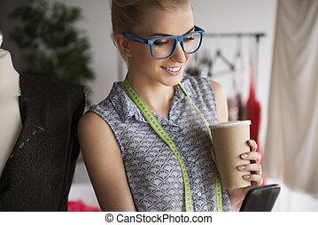mulher bonita, dela, telefone móvel, oficina