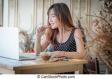 mulher bonita, dela, trabalhando, laptop, jovem, escritório