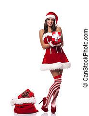mulher bonita, desgastar, papai noel, roupas, segurando, presente natal