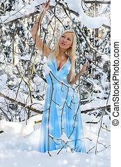 mulher bonita, em, a, inverno, forest.