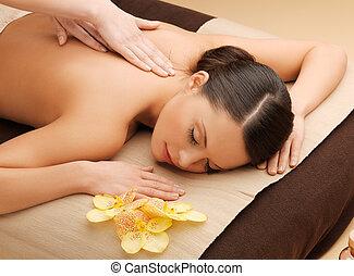 mulher bonita, em, massagem, salão