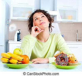 mulher bonita, entre, jovem, doces, diet., escolher, frutas