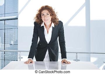 mulher bonita, escritório, jovem, meio ambiente, retrato