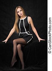 mulher bonita, experiência escura, pretas, loura, vestido